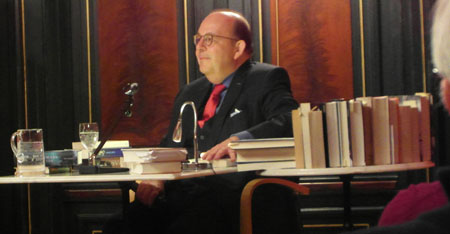 Denis Scheck, Großkritiker präsentiert Krimispezialitäten