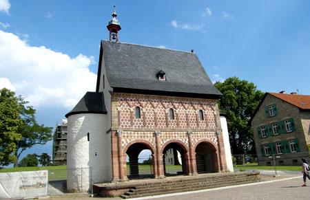 Karolingische Koenigshalle im Weltkulturerbe Areal Lorsch