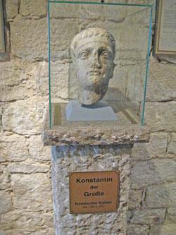Büste: Flavius Valerius Constantinus, bekannt als Konstantin der Große oder Konstantin I., war von 306 bis 337 römischer Kaiser. Ab 324 regierte er als Alleinherrscher. © massow-picture