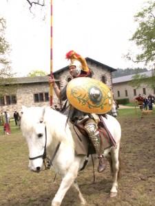 Römische Reiterei während einer Vorführung auf der Saalburg