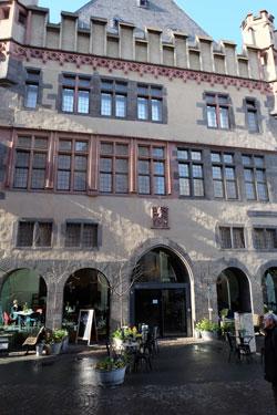 © massow-picture Das traditionsreiche Haus des Frankfurter Kunstvereins befindet sich einen Sprung weit vom Römer und der Kunsthalle Schirn entfernt.