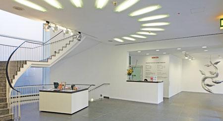 © massow-picture Modernes Foyer im traditionellem Frankfurter Kunstvereins-Haus.