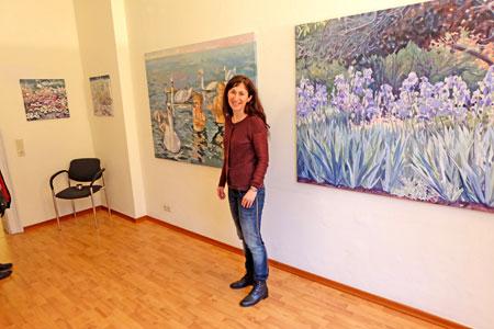 © massow-picture: Die Wiesbadener Malerin Julia Belot präsentierte zahlreiche neue Werke in den Räumen der  AIDS-Stiftung, Karl-Glässing-Str.5.