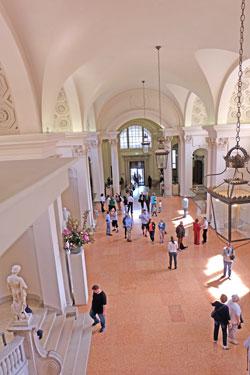 Das hessische Landesmuseum, selbst bedeutendes Baudenkmal, gilt als Deutschlands schönstes Museum. © massow-picture