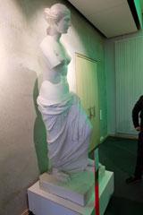Aphrodite, sog. Venus von Milo. Original spätes 2. Jh. v. Chr. Gefunden 1820 auf der Insel Melos. Parischer Marmor. Paris, Musée du Louvre.