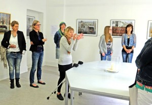 WfK-Dozentin Christel Käßmann referiert  am Beispiel der Fotografien von Christiane Monz über  Ausdruck, Kontemplation, Meditation und emanzipative von Gestaltungsprinzipien der Moderne.