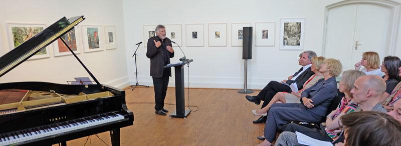 Literaturtage-Gastgeber Christian Brückner eröffnet die 19. Wiesbadener Literaturtage