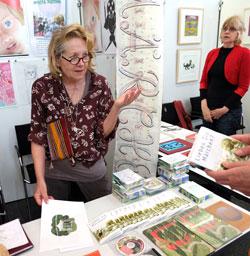 Hanna Rut Neidhardt absolvierte ihr Kunststudium an der Städelschule Ffm als  Meisterschülerin. Studienaufenthalte in Westafrika usw. lebt in Frankfurt a. Main. © massow-picture