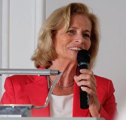 Rose-Lore Scholz, Kulturdezernentin der Landeshauptstadt Wiesbaden trat in ihrem  Grußwort für ein historisches Stadtmuseum ein.