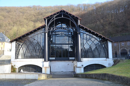 Restaurierte Gießhalle Sayner Hütte in Bendorf nahe Schloss Sayn mit Schmetterlingsgarten