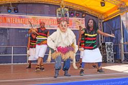 African Voices eröffneten das multikulturellen Bühnenprogramm Tanzperformances,   Gesang und Varieté. © massow-picture