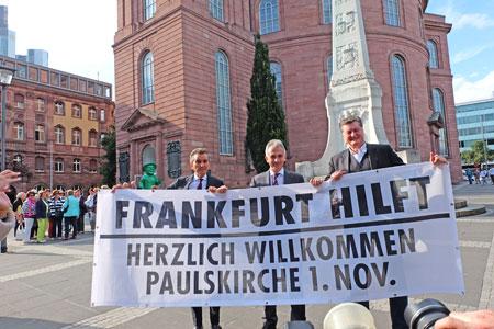 """""""Frankfurt begrüßt seine Flüchtlinge – Dank an die Helfer"""". Initiiert von  TV-Moderator Michel Friedman (59) und Tigerpalast-Chef Johnny Klinke (65). Schirmherr (Bildmitte): OB Peter Feldmann (56, SPD) Foto: © massow-picture"""