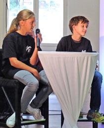 """Kinderjuroren: Amaryllis Wiesmann (11) Schülerin des Lessing-Gymnasiums favorisiert """"Der Mann mit dem Fagott"""" u. Finn Hoffmann (11), Schüler der Elisabethenschule, hatte sich mit """"Badman for ever"""" beworben. ©  massow-picture"""