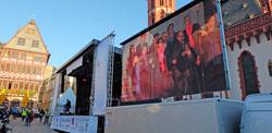 Große Bühne der Kirchen auf dem Frankfurter Römer mit Gospel-Musik und vielem anderen mehr © massow-picture