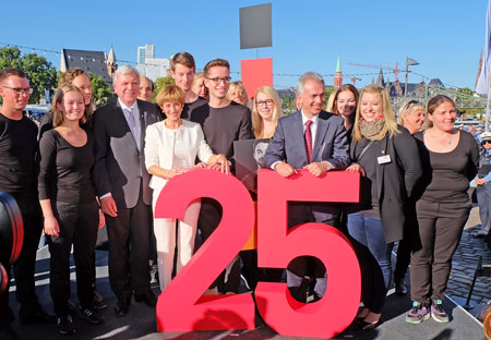 Ministerpräsident Bouffier und Oberbürgermeister Feldmann eröffnen das Einheitsfest zum 25. Jubiläum der deutschen Wiedervereinigung in Frankfurt© massow-picture