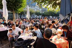 """Auf dem zum """"Platz der deutschen Einheit"""" umbenannten Paulskirchenvorplatz ging man die Einheitsfeierlichkeiten noch entspannter an © massow-picture"""