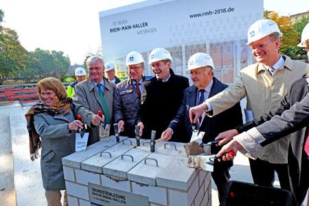 Grundsteinlegung für das Wiesbadener Neubauprojekt Rhein-Main-Hallen am 12.10.2015  li. Henning Wossidlo, Detlev Bendel, Sven Gerich, Wolfgang Nickel, Ralf Behn . © massow-picture