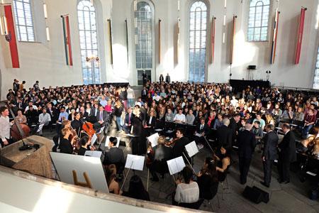 Leben im vereinten Deutschland - 650 Schüler diskutieren und feiern mit viel Prominenz das 25 jährige Jubiläum der Wiedervereinigung in der Frankfurter Paulskirche © massow-picture
