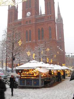 So  sähe es aus, wenn es schneite, wie im vergangenen Jahr. hier vor der Marktkirche. © massow-picture