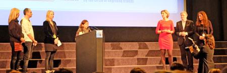 Anj Macalanda dankt zum 1. Preis in Höhe von 1.500 Euro für ihren Film WAWA , der vom exground-Freundeskreis gestiftet wurde. © massow-picture