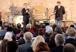(l.) Dr. Michel Friedmann und Johnny Klinke, Direktor des Tigerpalast Varieté und Gastgeber © massow-picture