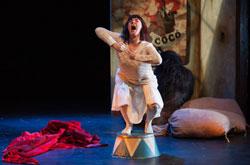 Compagnie Marie de Jongh Bilbao Spanien Kibubu Schauspiel ohne Sprache ©  Hessisches Staatstheater Foto Lena Obst Foto: Armin Smailovic