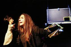 [THE] ROLLING FLOYD Theaterstück mit Puppen & Menschen Basierend auf Musik & Texten von den Rolling Stones, Pink Floyd & Shakespeares Romeo und Julia.©  Hessisches Staatstheater  Foto: Barbara Pallfy