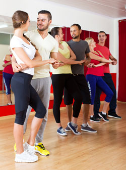adults dancing bachata together i Fotolia © JackF