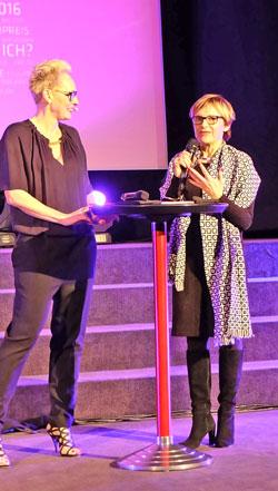Festivalleiterin Cathrin Ehrlich gibt dem Festival  mit ihrem Team eine ganz persönliche besondere Note, wovon am Abend viele der Teilnehmer und Gewinner schwärmten.  Foto © massow-picture