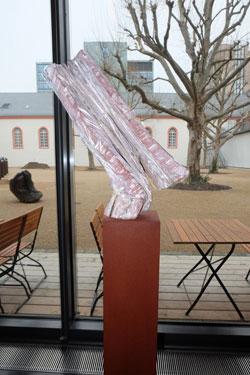 """""""In der Schwebe"""", 2012, Holz, gekalkt, Foto © massow-picture"""