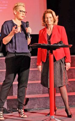 Rose-Lore Scholz Kulturdezernentin der Landeshauptstadt Wiesbaden eröffnete das Deutsche Fernsehkrimifestival, hier im Talk mit Moderatorin Bärbel Schäfer. Foto © massow-picture