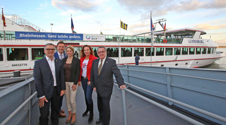 Tobias Bartenbach, Dr. Achim Schloemer, Sabrina Becker, Anja Gockel, Peter E. Eckes (von links)