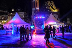 Info-Point der Nacht der Museen vor dem Rathaus auf dem Römer. © massow-picture