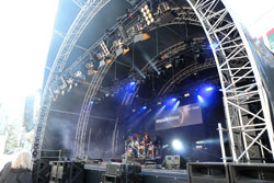Auftritte ohne Ende auf den großen Freigeländen während aller Messetage .© massow-picture