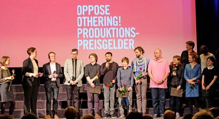 PreisträgerInnen der Oppose-Othering-Preisgelder sind die Regietandems Pierre-Yves Dalka (Deutschland) und Ekaterina Izmestyeva (Russland) mit dem Projekt VOICES, Hamze Bytyci (Deutschland) und Milan Durnak (Slovakia) mit JOŽKA, Anda Puscas (Rumänien) und Dennis Stormer (Deutschland) mit FIELD TRIP, Judith Beuth (Deutschland) und Jasmin Brutus (Bosnien-Herzegowina) mit BELONGING-NOT-BELONGING sowie Julia Grauberger (Deutschland) und Aleksandra Medianikova (Russland) mit ANOTHER DAY. D.v. Goddenthow © massow-picturePreisträgerInnen der Oppose-Othering-Preisgelder sind die Regietandems Pierre-Yves Dalka (Deutschland) und Ekaterina Izmestyeva (Russland) mit dem Projekt VOICES, Hamze Bytyci (Deutschland) und Milan Durnak (Slovakia) mit JOŽKA, Anda Puscas (Rumänien) und Dennis Stormer (Deutschland) mit FIELD TRIP, Judith Beuth (Deutschland) und Jasmin Brutus (Bosnien-Herzegowina) mit BELONGING-NOT-BELONGING sowie Julia Grauberger (Deutschland) und Aleksandra Medianikova (Russland) mit ANOTHER DAY. D.v. Goddenthow © massow-picture