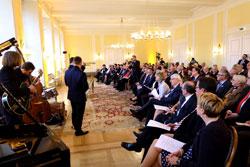 Nach der Begrüung Sven Gerichs hielt Staatsminister Roth die Festrede.© massow-picture
