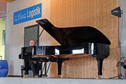 Christian Fritz, Musikstudent und angehender Pianist spielt fünf Mal täglich Beethovens Sinfonie Nr. 5 C-Moll Op. 67, Foto: © massow-picture