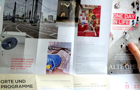 """Der übersichtliche Folder informiert komprimiert über Orte, Programme und Termine aller 75 Konzert-Ereignisse bei """"One Day in Life"""" Foto: © massow-picture"""