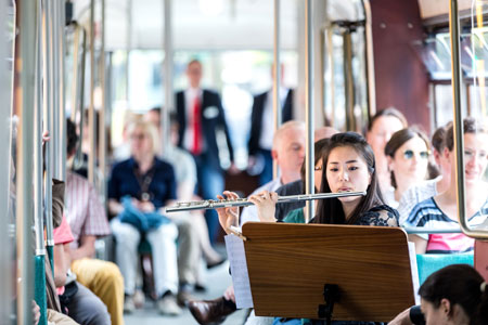 One Day in Life Konzert in einer fahrenden Straßenbahn © AOF, Achim Reissner