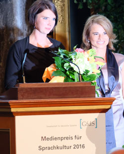 Dorothee Torebko li. mit Dr.Andrea-Eva Ewels. © massow-picture