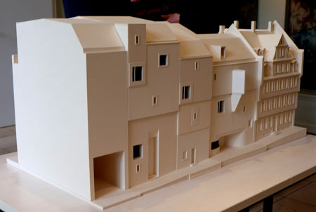 Modell des Deutschen Romantik Museums, welches unmittelbar an das Goethehaus (r.) anschließen wird. Foto: © massow-picture