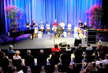 Drum'n' Spaß, einer der Konzert-Höhepunkte der Trommelgruppe der WMK. Diese spielte  unter Anleitung von Ernst Erlbeck Rhythmen aus Westafrika. © massow-picture