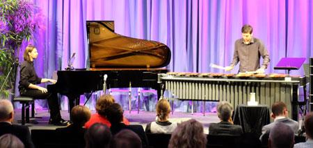 """Mathias Scholz (Marimba) und Christian Gerhardt (Klavier) begeisterten mit """"Concerto for Marimba and Orchestra 1. Satz von Ney Rosauro. © massow-picture"""