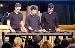 Matthias Scholz, Lennart Siebers und Tobias Messerschmidt auf dem Marimbaphon. © massow-picture