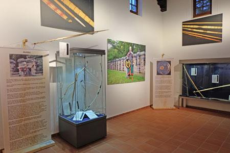 Pfleil und Bogen der Antike und  der Eisenzeit. Foto:  v. Goddenthow © massow-picture 2016