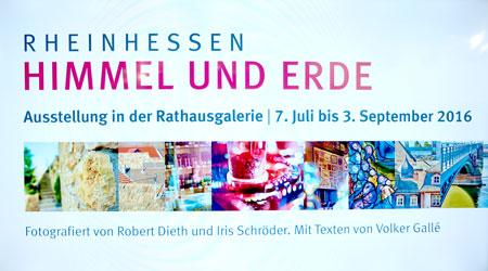 """""""Himmel-Erde-Monitor"""" fasst Besuchern nochmals alle Werke der gleichnamigen Ausstellung im Mainzer Rathaus zusammen."""