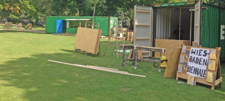 Aufbau des Festivalzentrums am Warmen Damnm Foto © Biennale Wiesbaden