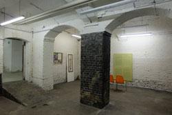Im großräumigen Kellergeschoss des Alten Gerichts beginnt die Ausstellung.