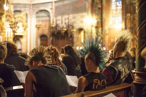 Asyl des müden Europäers Niederlande. Dries Verhoeven – Die Kirche: Die Beerdigung Eintritt frei. © Hessisches Staatstheater Wiesbaden