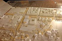 """""""Der Streit um das Stadtmuseum ist mittlerweile selber zum Teil unserer Stadtgeschichte geworden"""". Hier das obsolet gewordene Quartiersmodell um das  nicht gebaute Jahn-Museum an der Wilhelmstrasse. Das """"Alte Gericht"""" wird wohl dereinst auch hinzukommen müssen. Foto © massow-picture"""